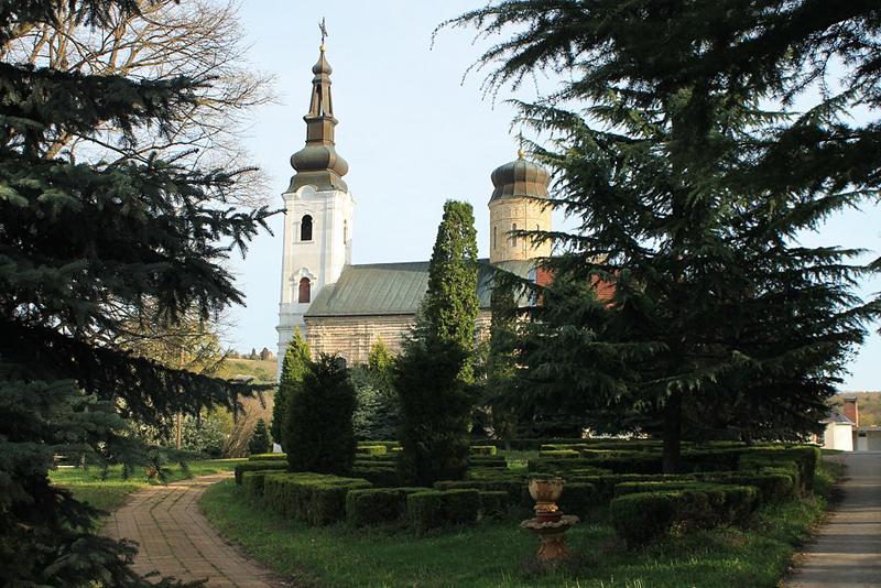 1024px-Manastir_Šišatovac_007.jpg