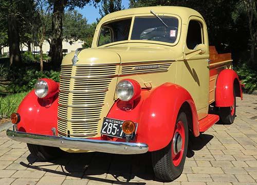 1939 International D2 Pickup.jpg