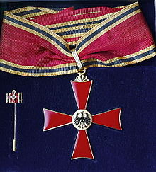 220px-Gr_Verdienstkreuz_BVK.jpg