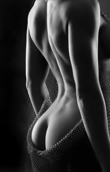 2ec34f3a896613c7d5af8d802b573821--black-white-photography-female-form.jpg