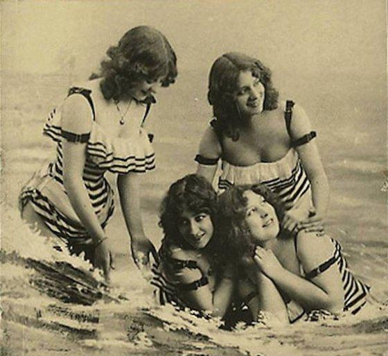 489922 Bathing beauties, 1910s..jpg