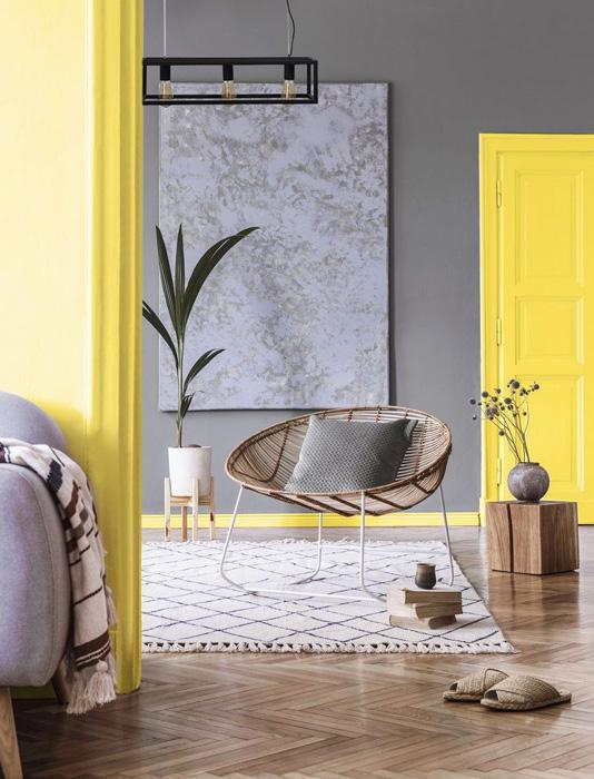 5 sjajnih načina da uredite dom u bojama godine sivi zid zuta stolarija c.jpg