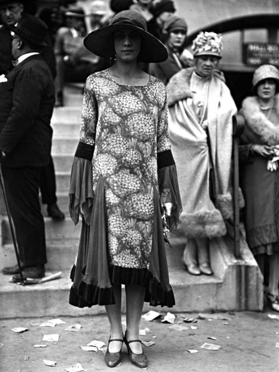 552eeb5348f921259bace435f0322c34  Street Style from the 1920s.jpg