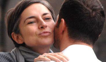 air-kiss-greeting.jpg