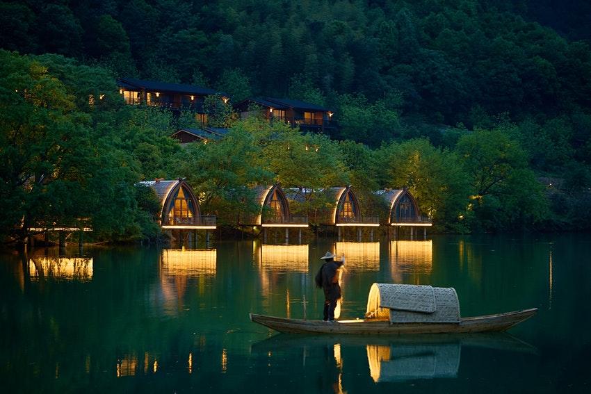 Boat-Rooms-on-the-Fuchun-River-in-China.jpeg