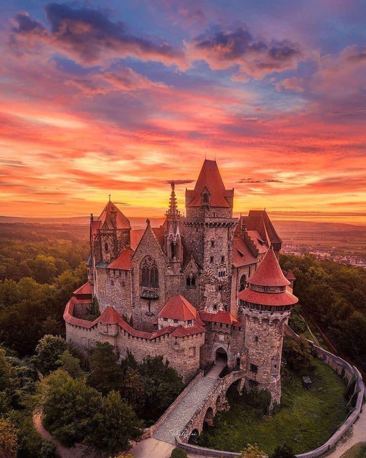 Castillo Burg Kreuzenstein-Austria.jpg