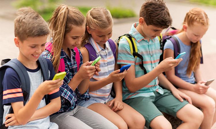 Children-smartphone2.jpg