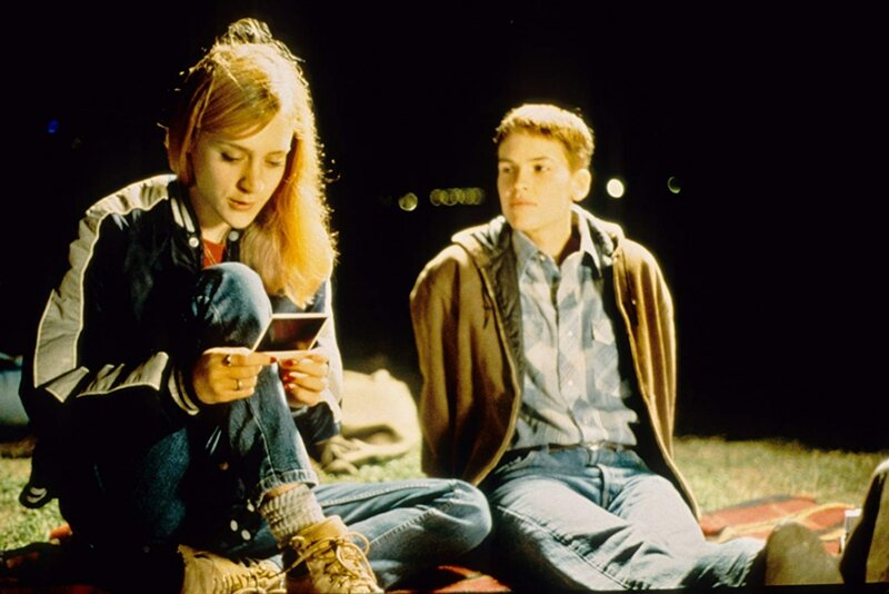 Chloë-Sevigny-and-Hilary-Swank-in-Boys-Dont-Cry-1999.jpg