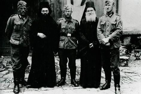 comment-koumoullis-Wehrmacht-soldiers-posing-with-Greek-Orthodox-monks-at-Athos-Easter-1941.jpg