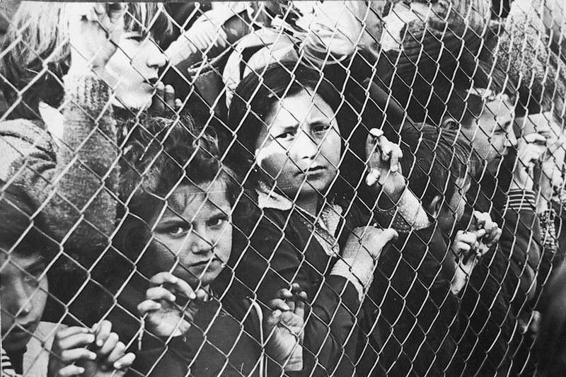 деца иза жице ЦБ.jpg