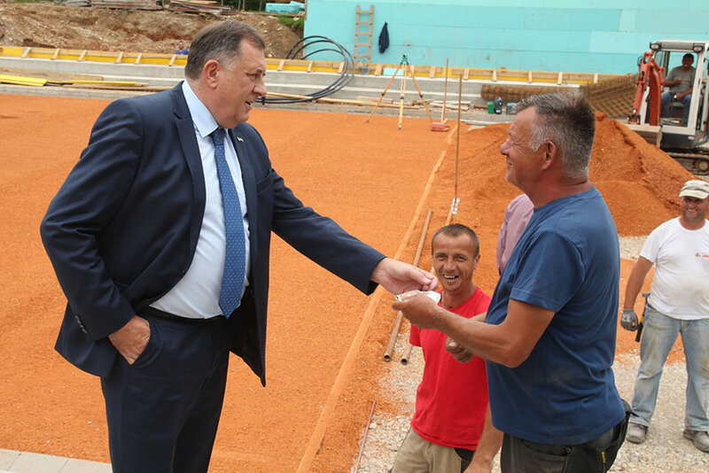 Dodik-u-obilasku-teniskih-terena-2.jpg