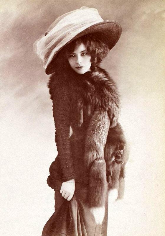 Edwardian Giant Hats 1900s-10s (2).jpg