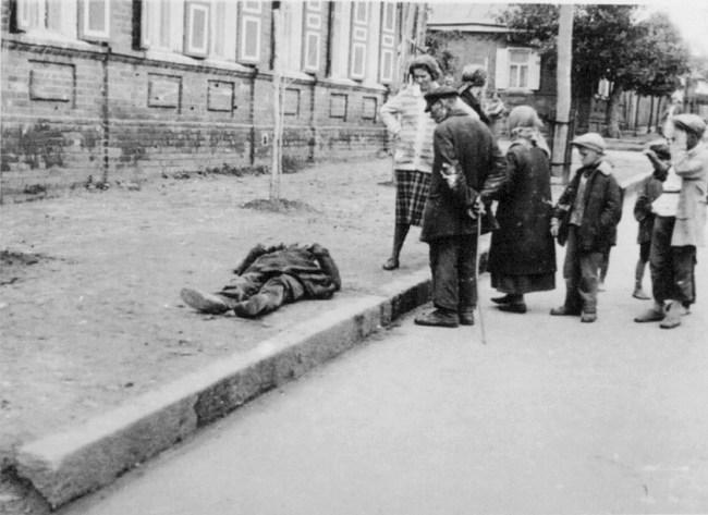 Famine_Kharkov_1933[1].jpg
