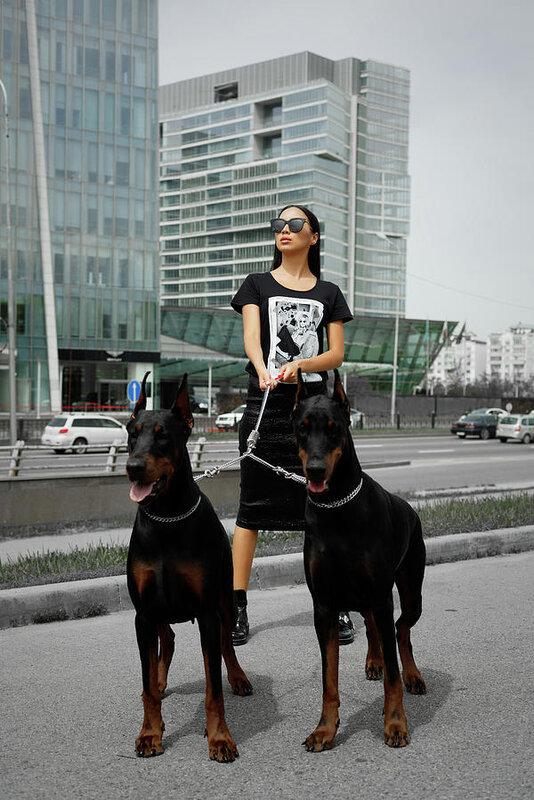 fashion-woman-with-doberman-gaukhar-yerk.jpg