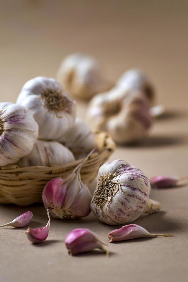 garlic-cloves-and-bulbs-in-basket-free-photo.jpg