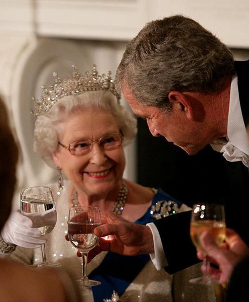 George_W._Bush_toasts_Elizabeth_II_2007.jpg