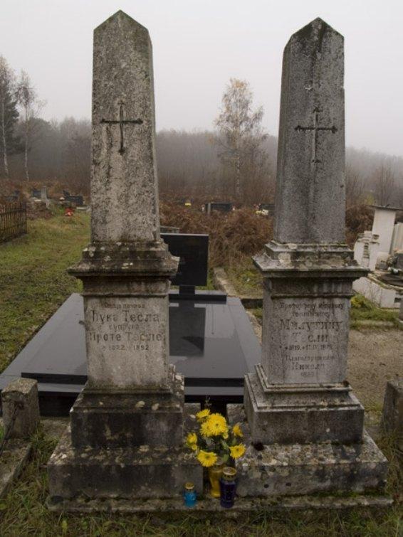 grobovi roditelja.jpg