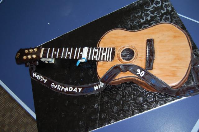 guitar cake 027.jpg