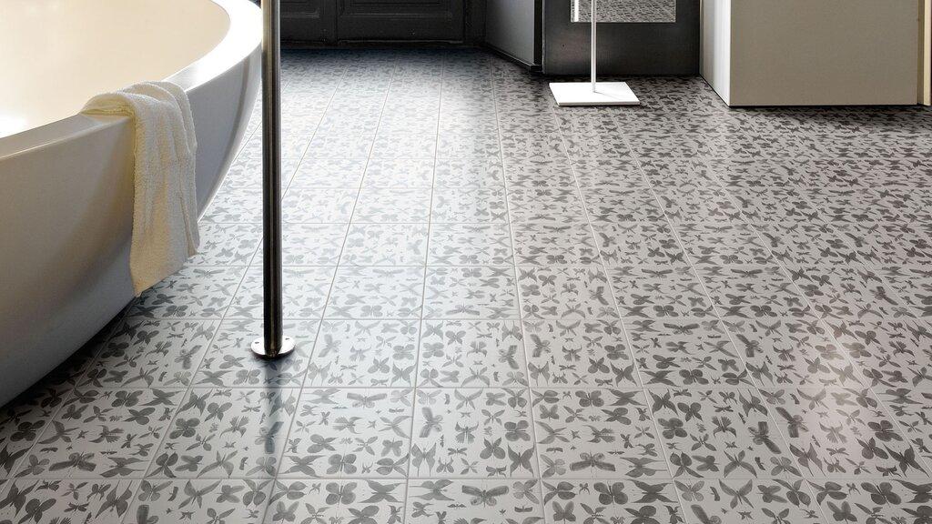 hand-painted-ceramic-tiles-papillon-ruben-toledo-for-ceramica-bardelli-1-thumb-1600xauto-56176.jpg