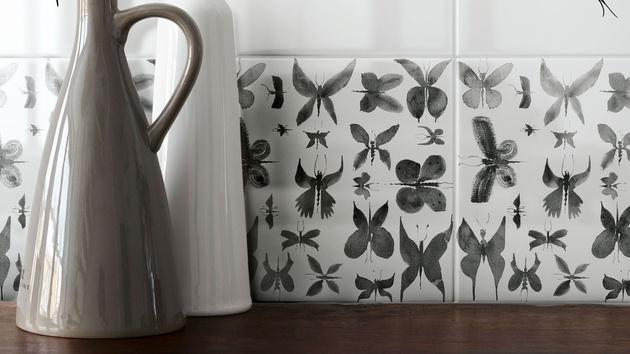 hand-painted-ceramic-tiles-papillon-ruben-toledo-for-ceramica-bardelli-2-thumb-630xauto-56178.jpg
