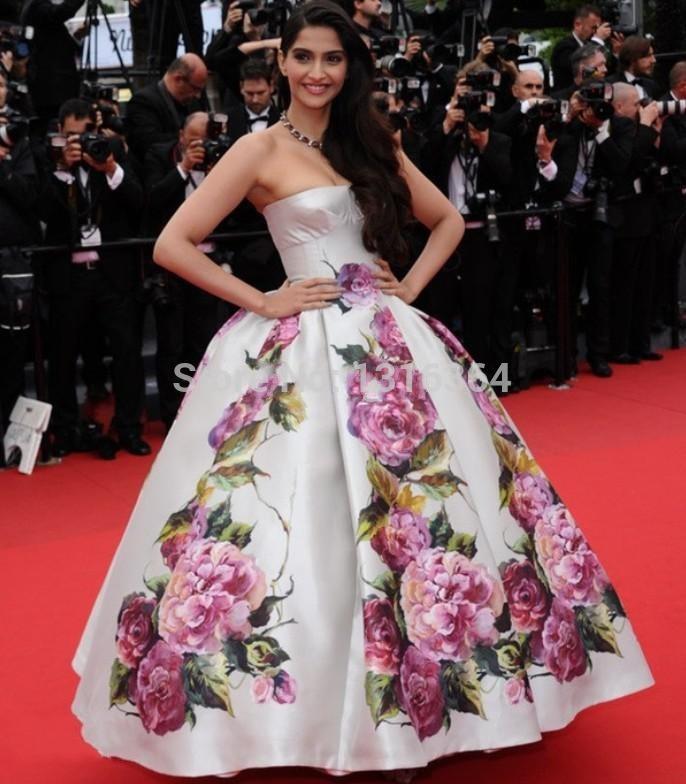 incre-ble-vestido-bordado-floral-celebrity.jpg