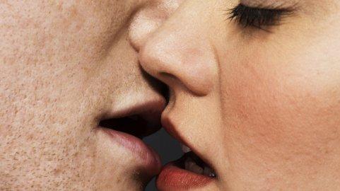 Kissing-JonathanKnowles-56a7e0595f9b58b7d0eeb7eb.jpg