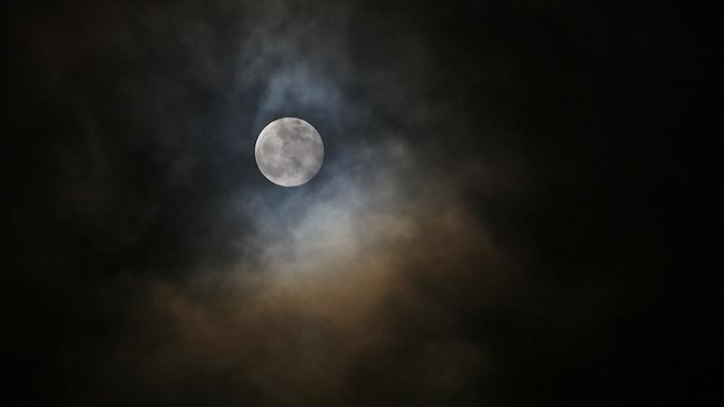 mesec i oblaci.jpg