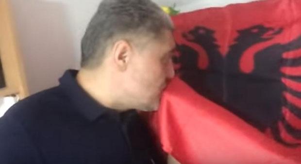 miroljub-petrovic-ljubi-zastavu.jpg