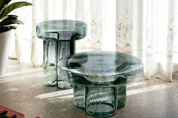 murano-staklo-oblikovalo-skulpturalne-stolove-za-kafu (1).jpeg