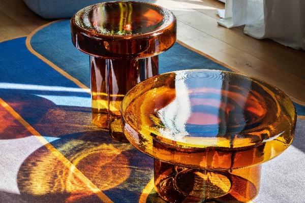 murano-staklo-oblikovalo-skulpturalne-stolove-za-kafu.jpeg