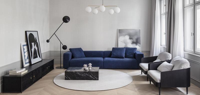 N1-enterijer-stana-na-Obilićevom-vencu-teget-trosed-moderan-enterijer-salonski-stil-crne-fotel...jpg