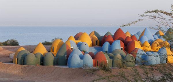 N2-Prisustvo-u-Hormozu-ZAV-Architects-ostrvski-rezidencijalni-kompleks-šarene-kućice-Iran-ostr...jpg