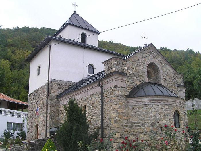 Petkovica_Monastery_at_Rudnik_Mountain,_central_Serbia_-_panoramio.jpg
