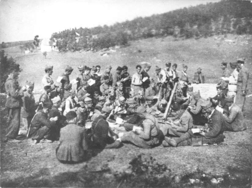 sa-odrzavanja-politickog-casa-u-drugom-kozarackom-odredu-na-kozari-1942-godine.jpg
