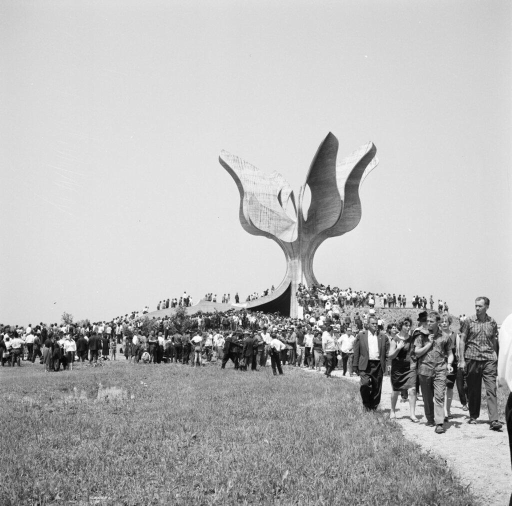 Slika-2-Svecano-otkrivanje-spomenika-1966.-godine-Iz-arhive-Lavoslava-Horvata-u-Hrvatskom-muze...jpg