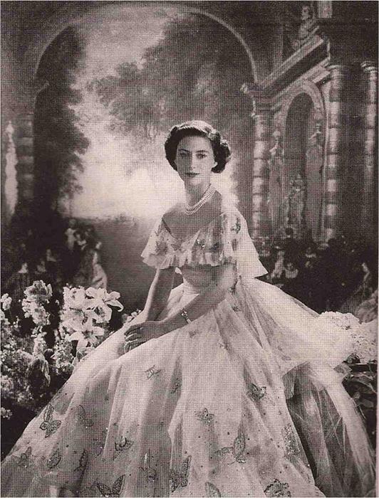 Slika-3-Cuvena-Dior-haljina-za-21.-rodjendan1.jpg