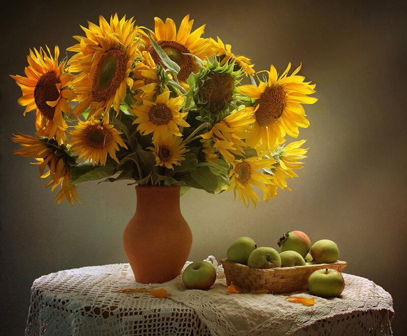 Still-life_Sunflowers_Apples_Vase_536231_1240x1024.jpg