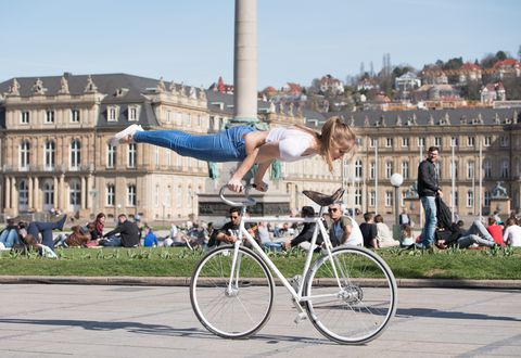 this-artistic-cyclist-is-stronger-than-a-tour-de-france-rider.jpg