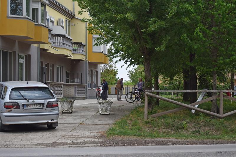 улична фотографија село.jpg