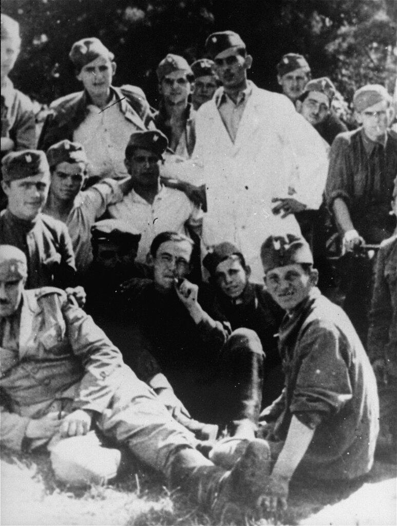 Ustasa_guards_in_Jasenovac.jpg