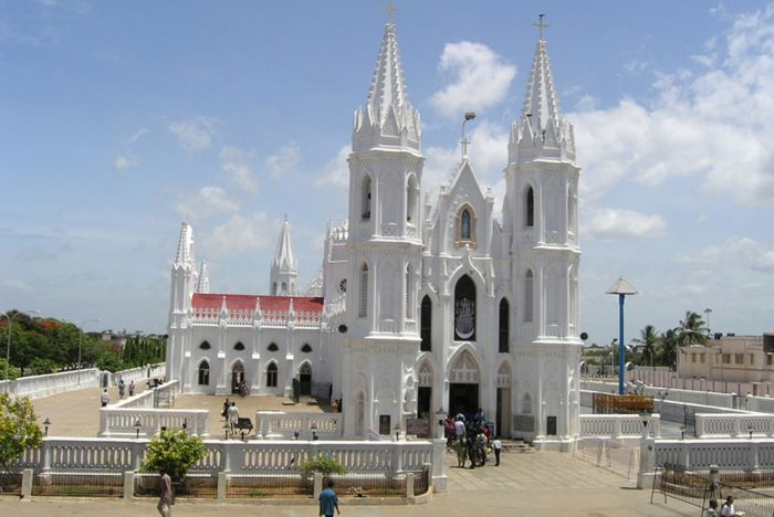 Velankanni-Church-Main-Article-1-www.mapsofindia.com_.jpg