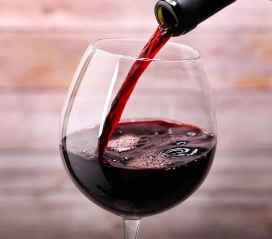vino-rosso-proprietà-benefici-pregi-colesterolo-salute-antiossidante.jpg