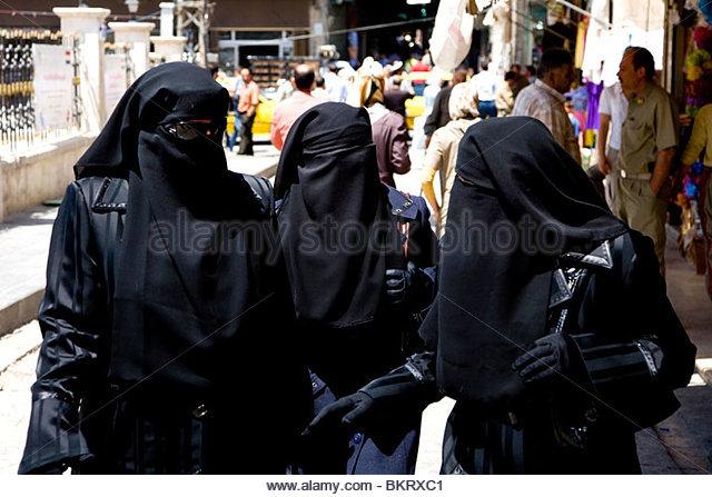 women-with-niqabalepposyriamiddle-eastasia-bkrxc1.jpg
